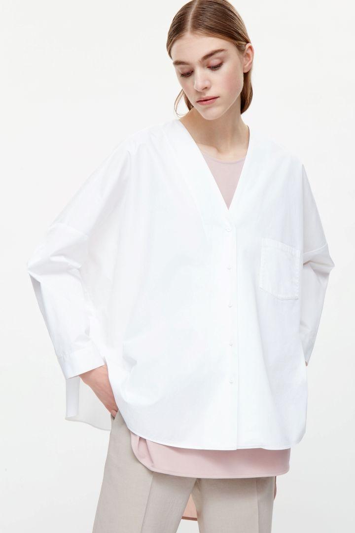 d88d1deb6557 Oversized v-neck shirt | Shoes Handbags Clothes in 2019 | Shirts ...