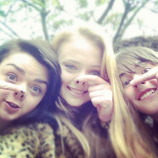 Arya, Sansa and Bran doing nostril things!!