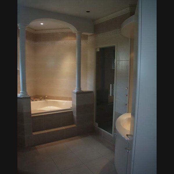 Klassieke badkamer whirlpool stoomcabine zuilen en togen | Mijn ...