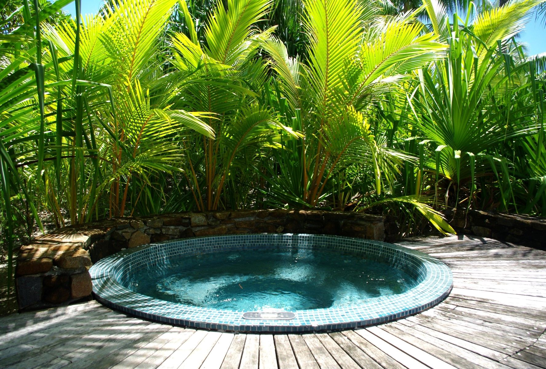 Awesome Diy Garden Ideas You Can Create Yourself To Accent Your Backyard Fresh Outdoor Jacuzzi Tropica Jacuzzi Outdoor Tropical Garden Tropical Garden Design