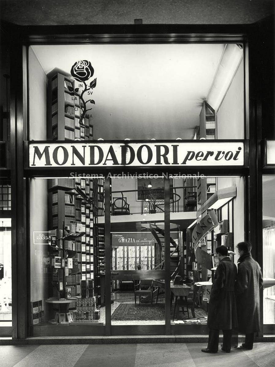 Milano anni 50 google search vintage italia milan for Negozi arredamento vintage milano