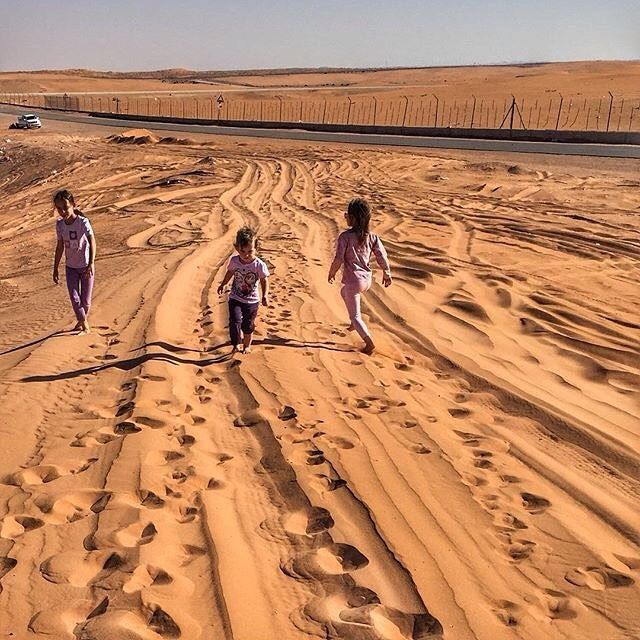 Girls Playing On The Sandy Desert On The Roadside Outside Riyadh Photo By Wandering Wonderer أطفال يلعبون في رمال الصحراء Instagram Photo Instagram Posts