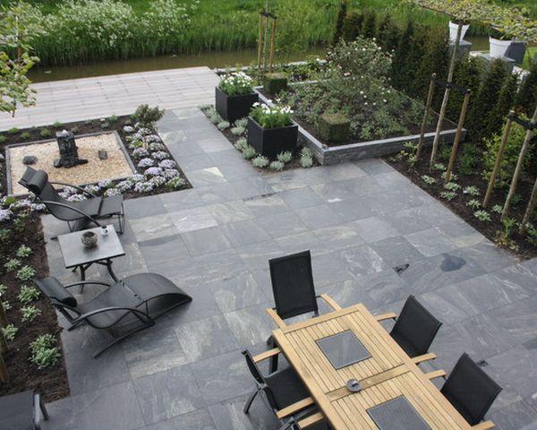 Ideen Terrassengestaltung Graue Bodenfliesen Holzmöbel | Garten ... Ideen Terrassen Gestaltung