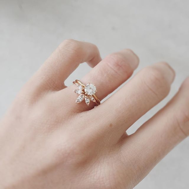 In actual love with this unique engagement ring and wedding band