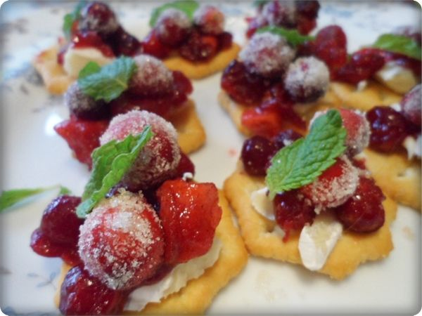 Sparkling Cranberry Brie Bites #cranberrybriebites Sparkling Cranberry Brie Bites #cranberrybriebites