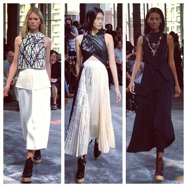 Black and white mood at #ProenzaSchouler #NYFW (à Skylight Limited)