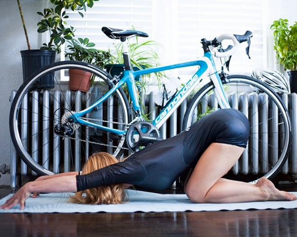 Yoga et vélo!  http://instagram.com/yogogirls