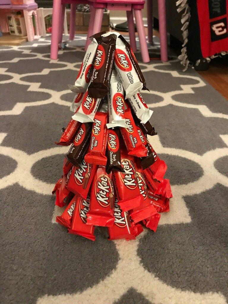 Kit Kat Christmas Tree Diy Christmas Candy Cute Christmas Presents Christmas Tree With Gifts