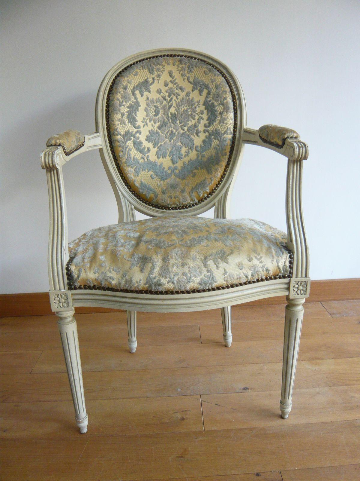 fauteuil louis xvi medaillon trousse