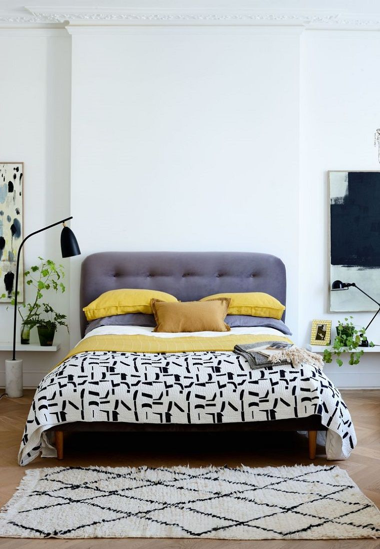 Idee arredo casa, camera da letto con pavimento in legno e tappeto ...