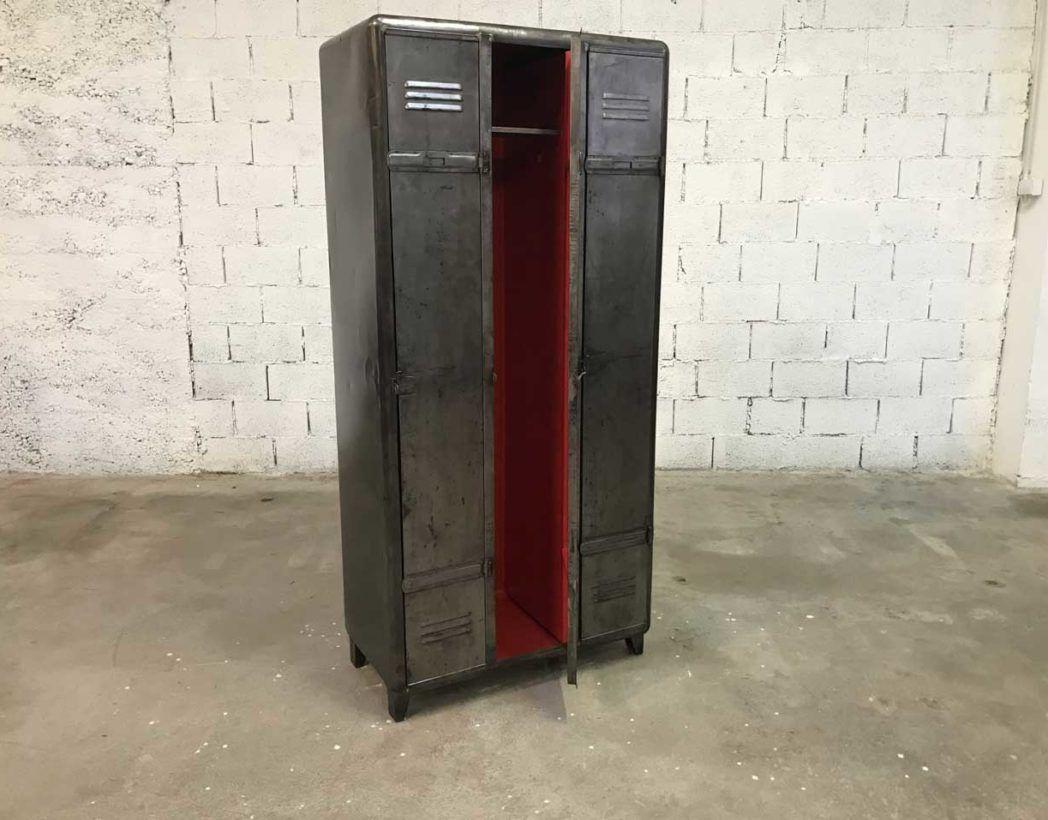 Ancien Vestiaire Arrondi 3 Portes Decape Brosse Interieur Rouge Vestiaires Vintage Armoire Metallique Decapant
