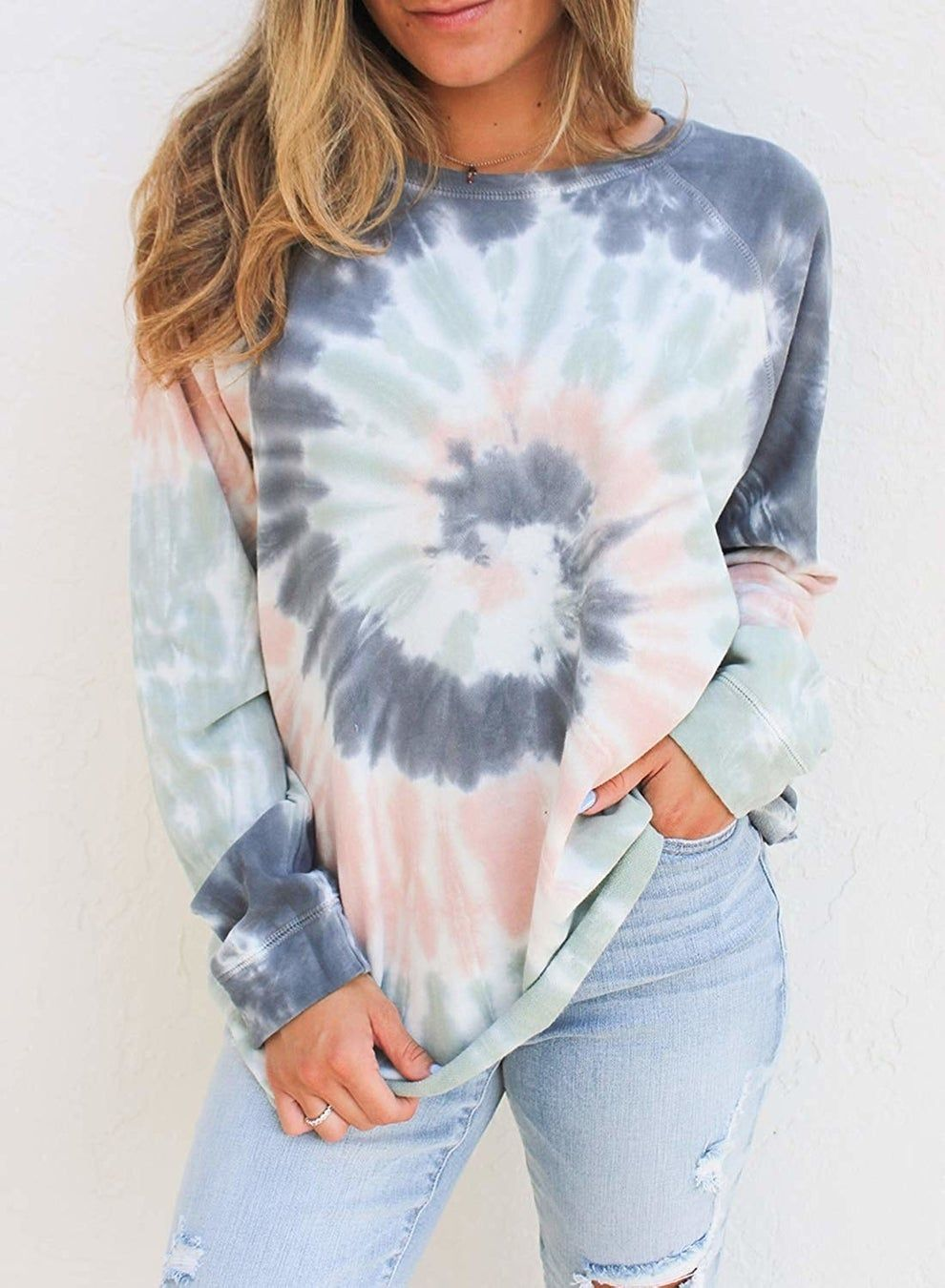 A Tie Dye Sweatshirt Order A Size Larger To Create A Carefree Californian Vibe That 39 S Just T Tie Dye Shirts Patterns Diy Tie Dye Shirts Tie Dye Outfits [ 1350 x 990 Pixel ]
