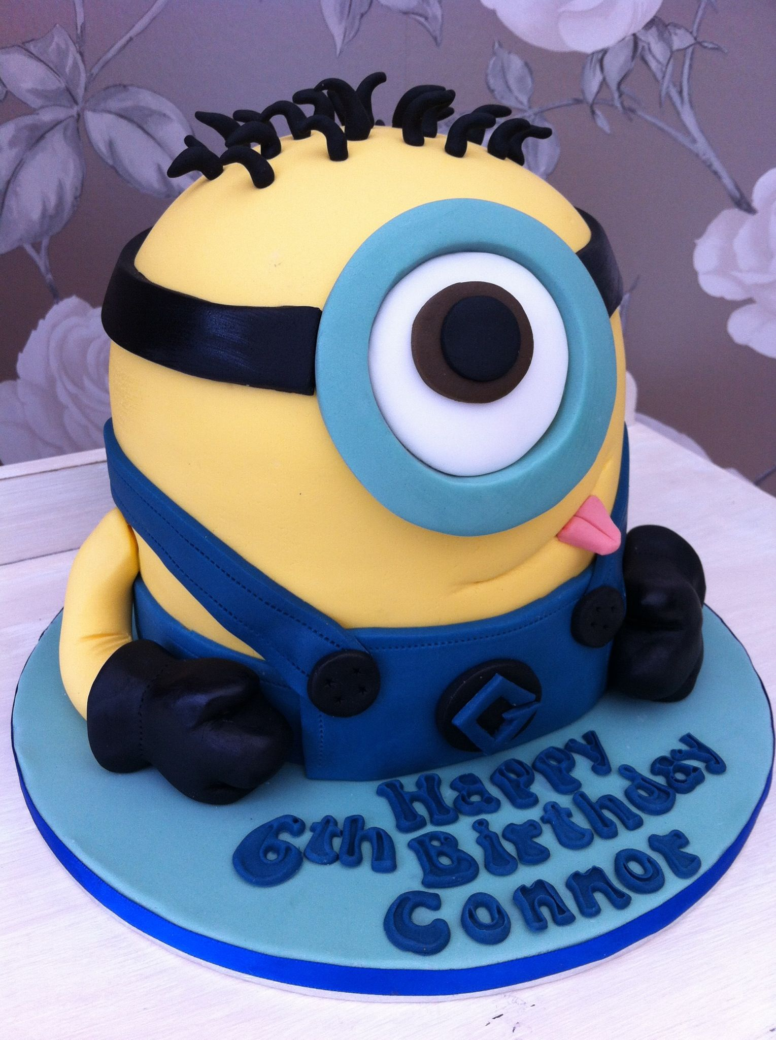 Despicable me minion themed cakeonly thing is my Konner is not