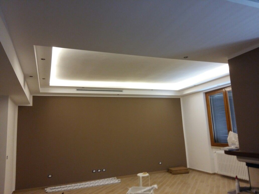 Controsoffitto doppio con strisce led Double celing with