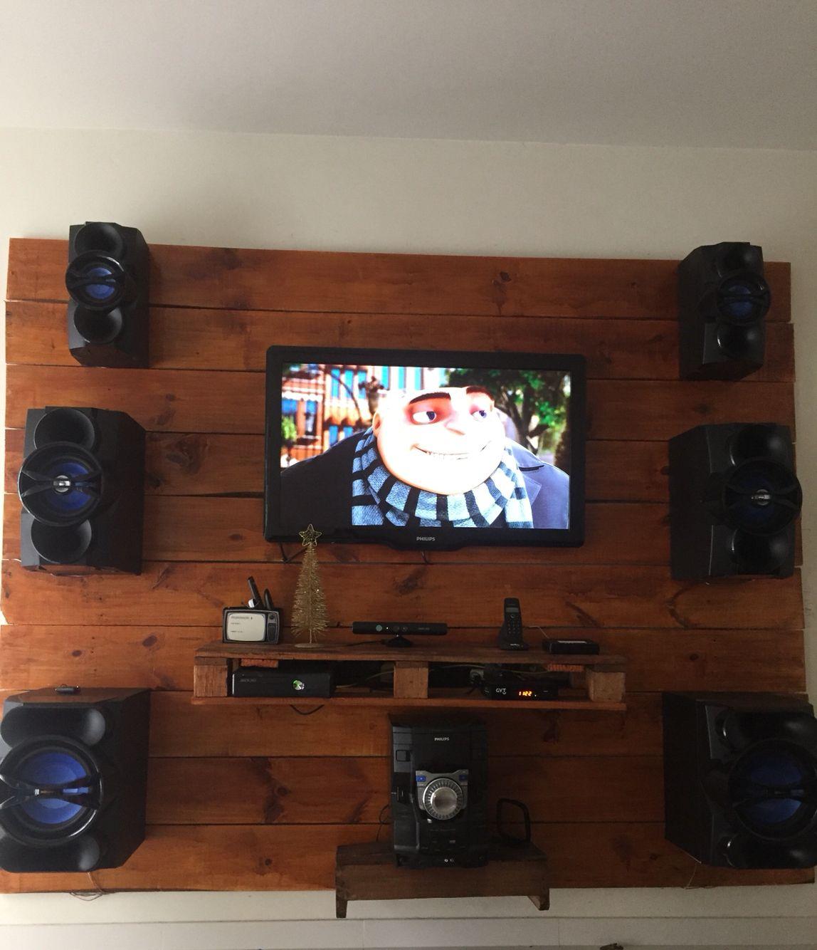 Painel Para Tv Feito Com Madeira Pallet E Caixote De Feira  -> Rack Pra Sala De Tv