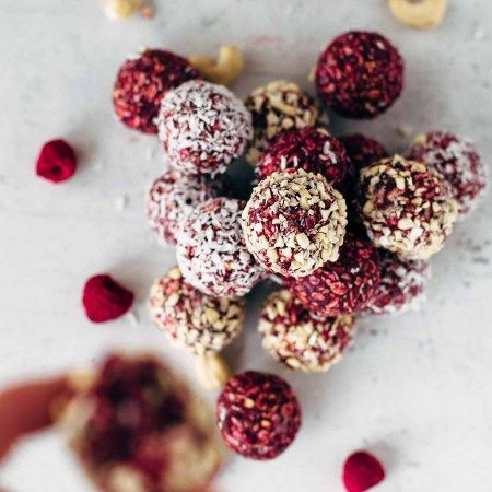 5 Ingredients Raspberry Cashew Bites #freezedriedraspberries