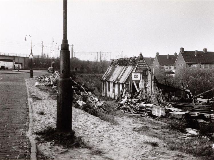 Weesperzijde Overzichtweg, 16 nov. 1959 Dit is het oude huisje Dit is het oude huisje dat Joop bedoelt. Alwin Müller stuurde de foto.<br />Foto: Beeldbank Stadsarchief Amsterdam