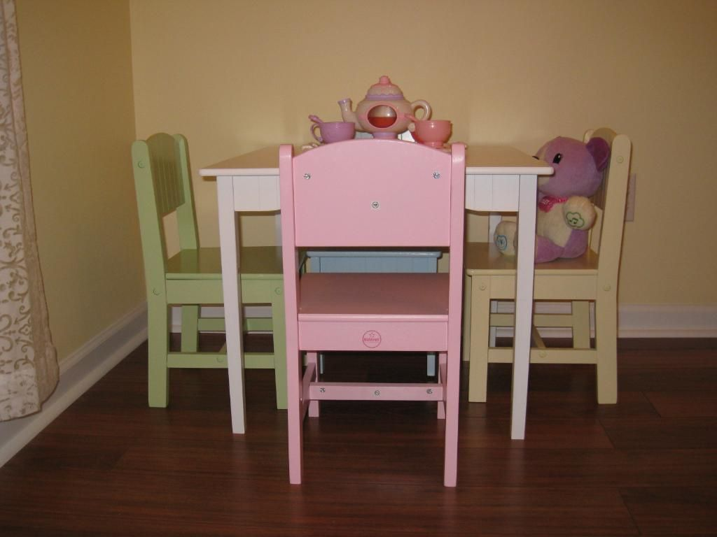 Table set with pastel chairs | Kid\'s Room | Pinterest | Tables ...