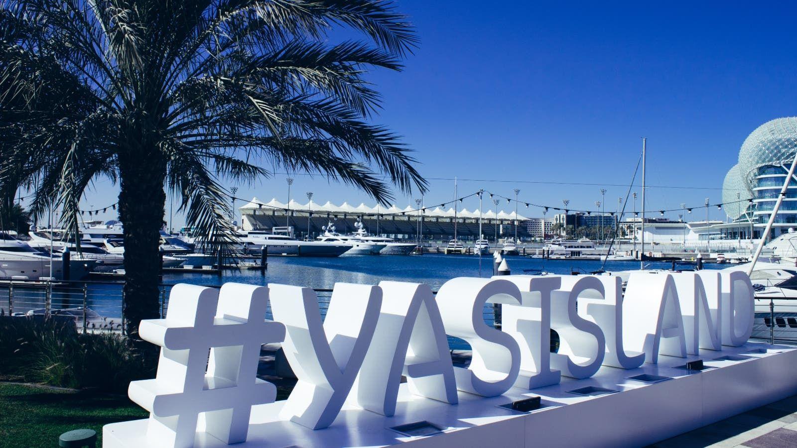 جزيرة ياس تطلق عروض الإقامة واللعب بأسعار مخفضة Marina Bay Sands Marina Bay Landmarks