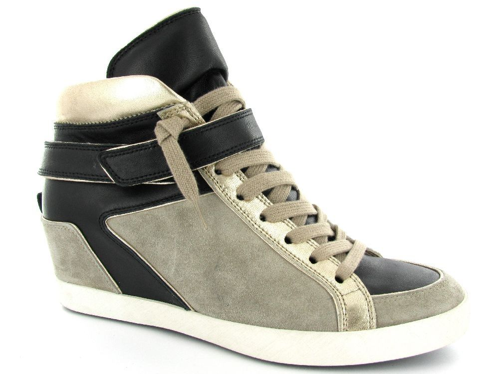 Grijs/zwarte sneakerwedges van Kennel und Schmenger. €239,95 #sneakerwedges #kennelundschmenger #sneakersleehak