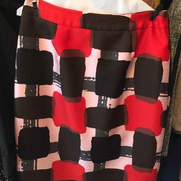EUC Kate Spade Skirt Cotton/Silk Kate Spade pencil skirt with exposed gold zipper in back. Red, black & pink block print. A stunning work or party skirt. kate spade Skirts Pencil