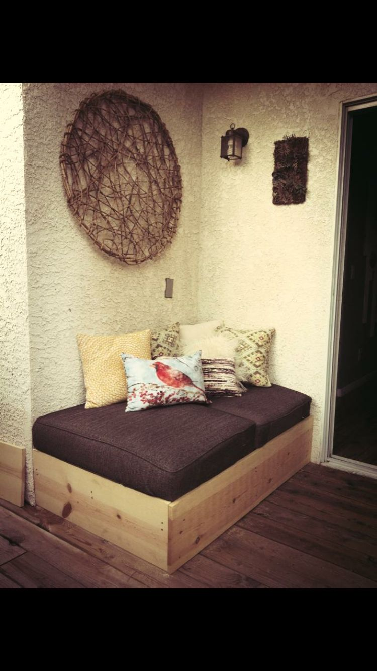 Homemade day bed, base made out of pallets. Fun and easy | Home ...