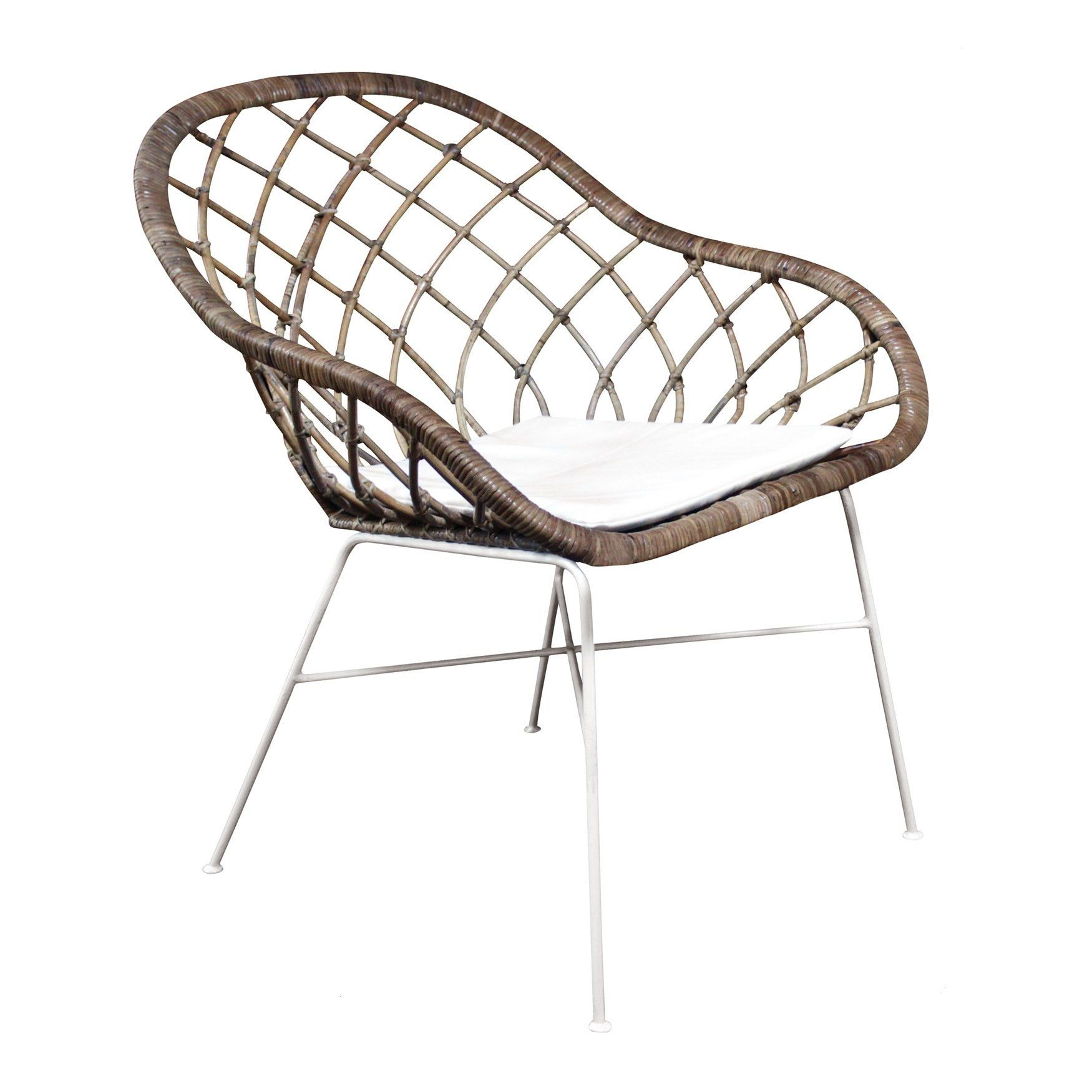 A beautiful feature rattan arm chair perfect for living