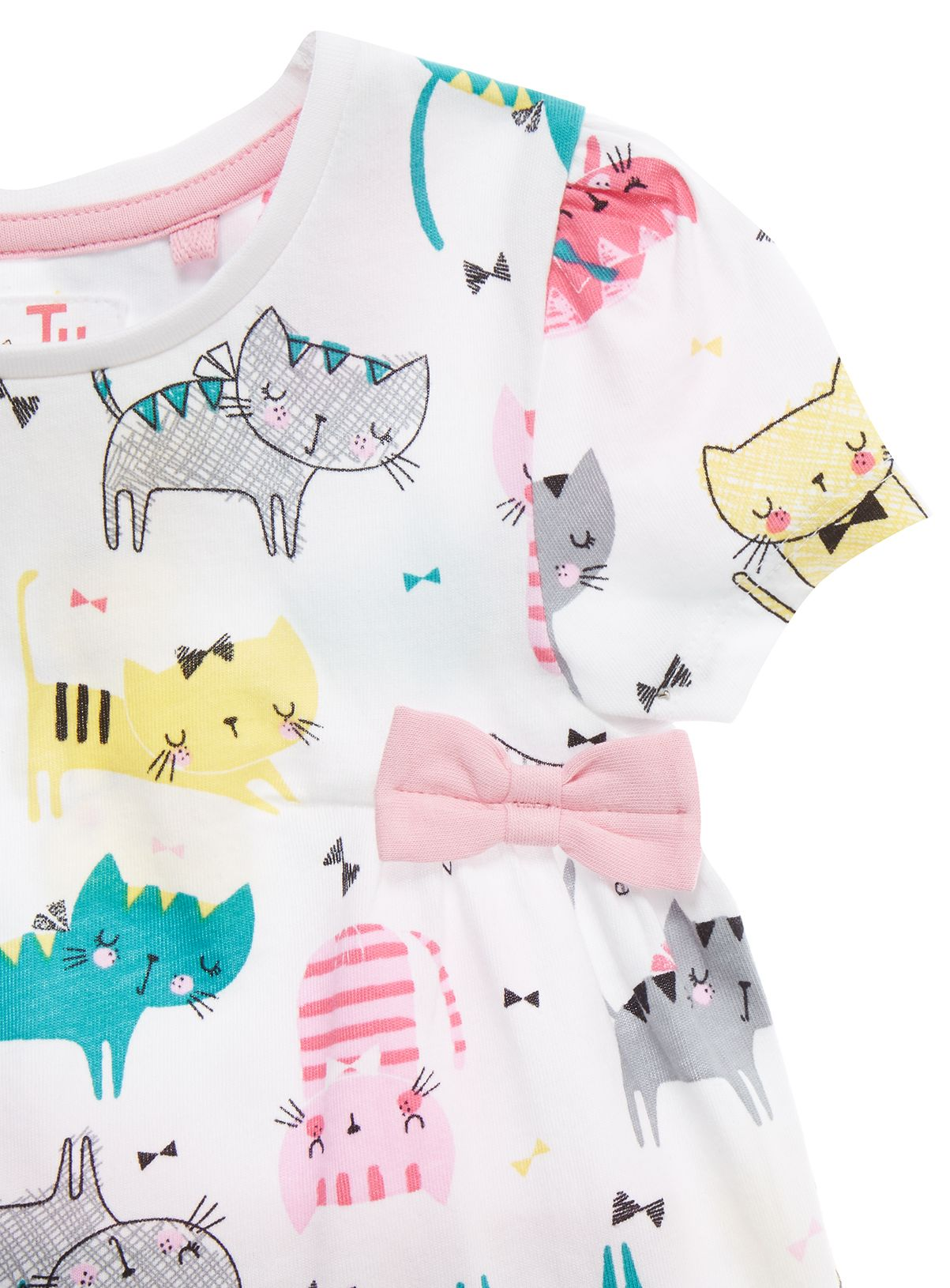 Seasonal Wardrobe: Update Her Seasonal Wardrobe With This Cat Print Set