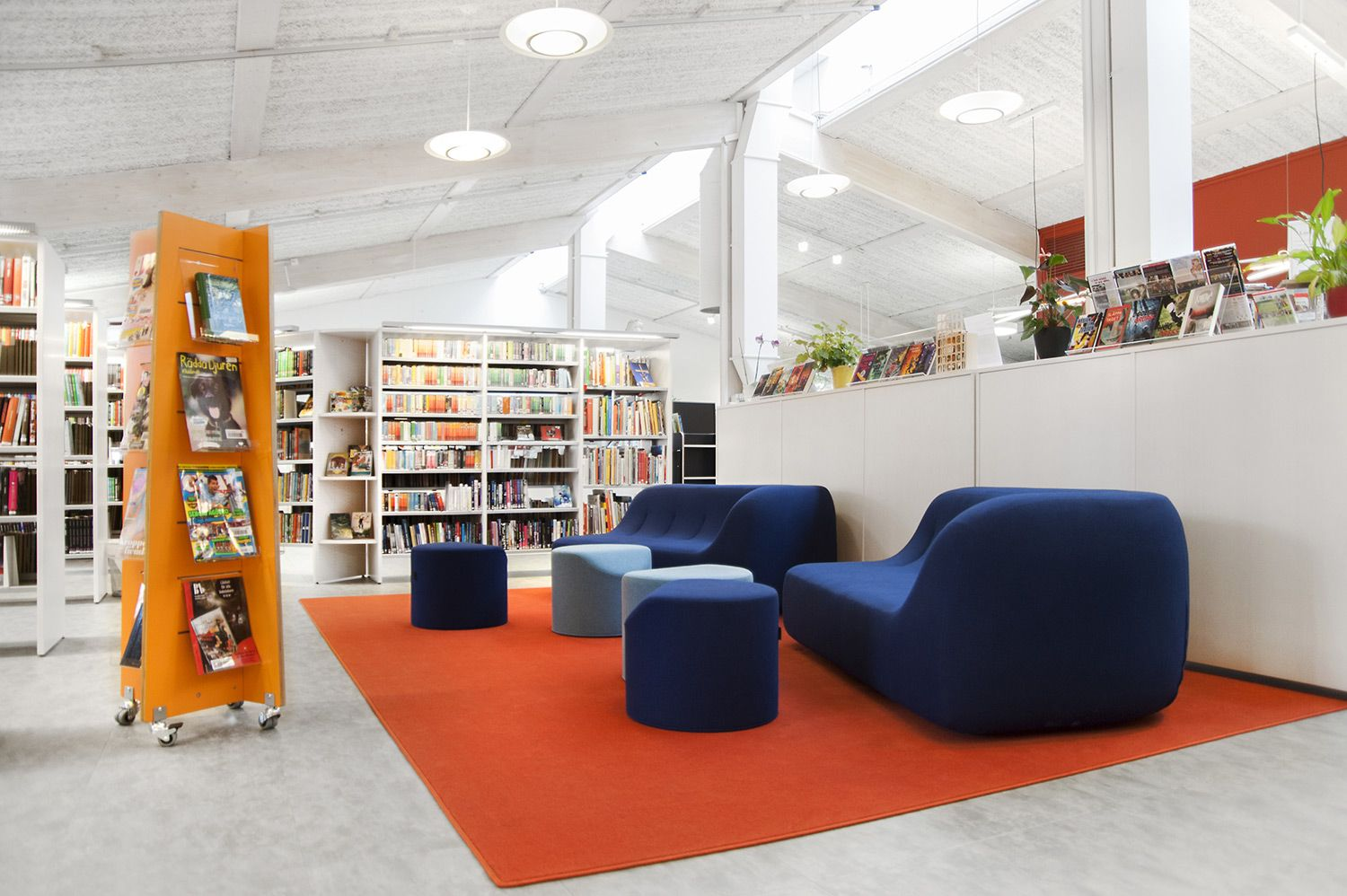 quattro display tower - bci libraries | modern library