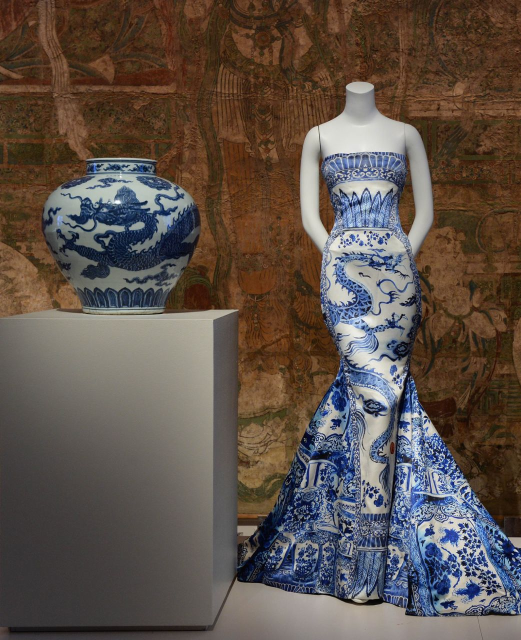 China Through The Looking Glass The Metropolitan Museum Of Art Strapless Dress Formal Through The Looking Glass Dresses [ 1280 x 1042 Pixel ]