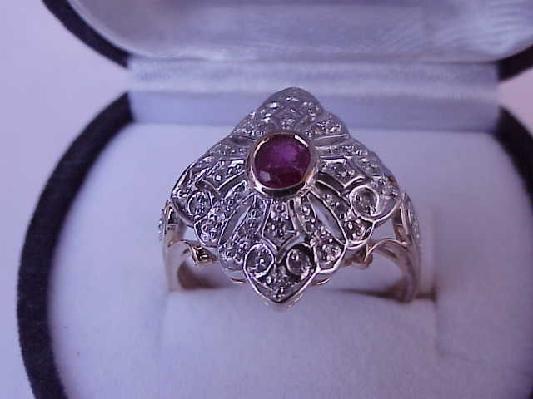 Antique Unique (585)14kt European made  2-Tone Gold  Ring:Diamonds & Ruby,ART DECO,1930s