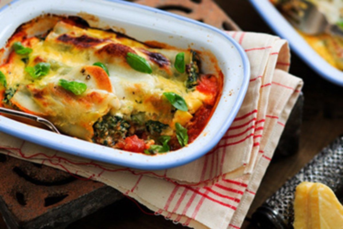 Spinach and ricotta cannelloni ( SERVES 4 ) Recipe (With