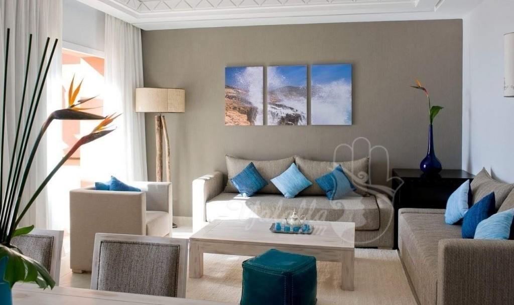 salon-marocain-moderne-deco-tableau-fleurs | Sofa styling ...