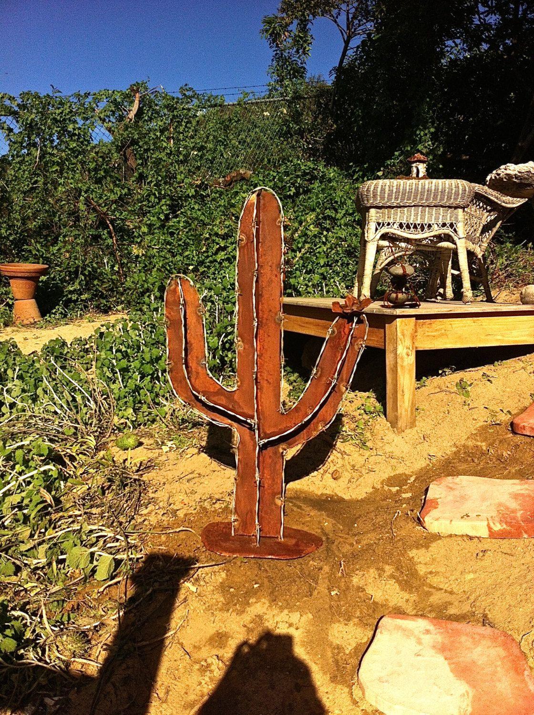 Dies ist ein verdoppelt bewaffneten Widerhaken Draht Saguaro-Kaktus ...