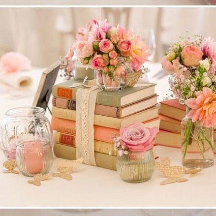 Para as amantes da leitura ou somente para dar um ar vintage livros sempre ficam lindos na decoração de casamentos!  #Carols #Pogian #wedding #book #livros #decorando #decoraçãodecasamento #weddingdecor #casamento2015 #noivas2016 #noivasdobrasil #noivasrj #blogdecasamento #palavradenoiva by palavradenoiva