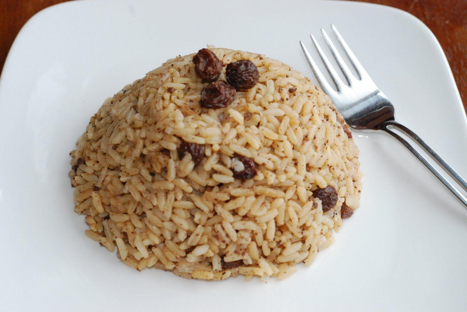 El arroz con coco y uvas pasas es un plato típico de la ...