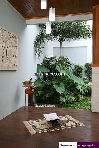 desain mushola mungil di teras belakang rumah mushola