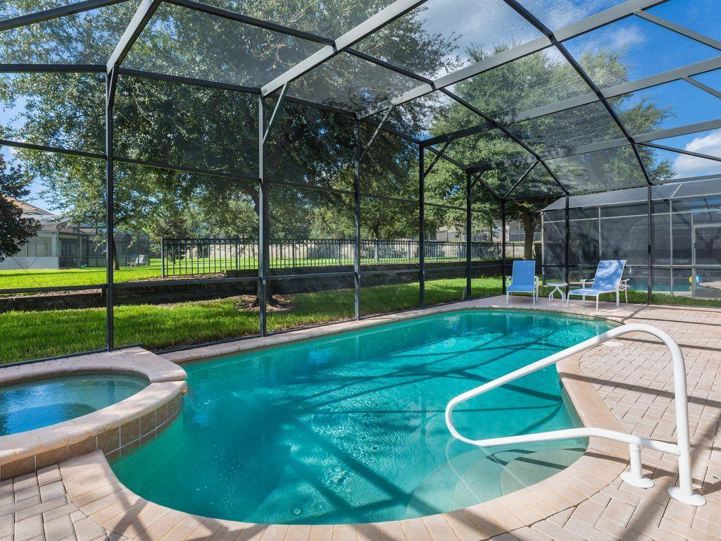 4 bedroom 4 bathroom villa with south facing pool just