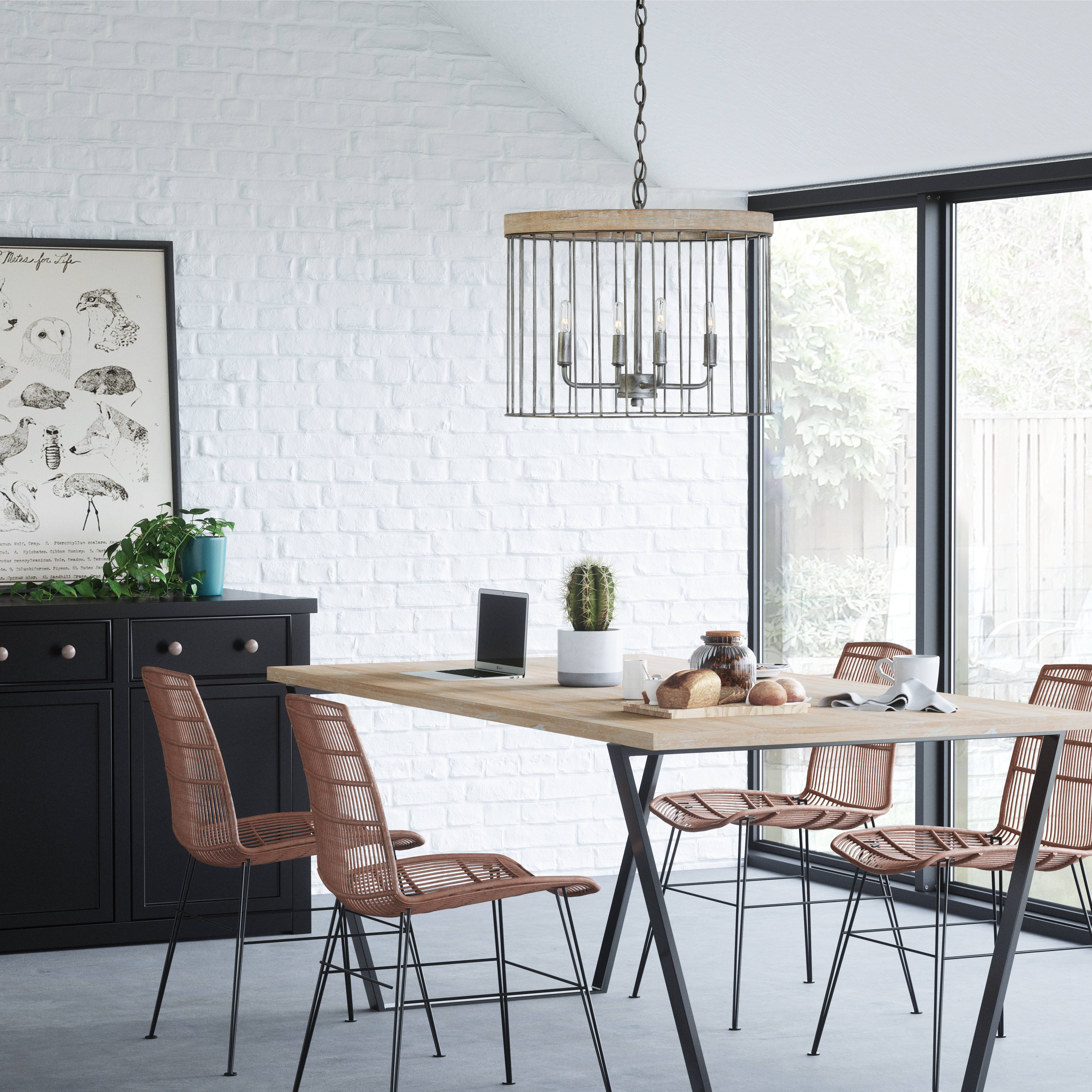 This coastal / Hamptonsstyle pendant light features in a