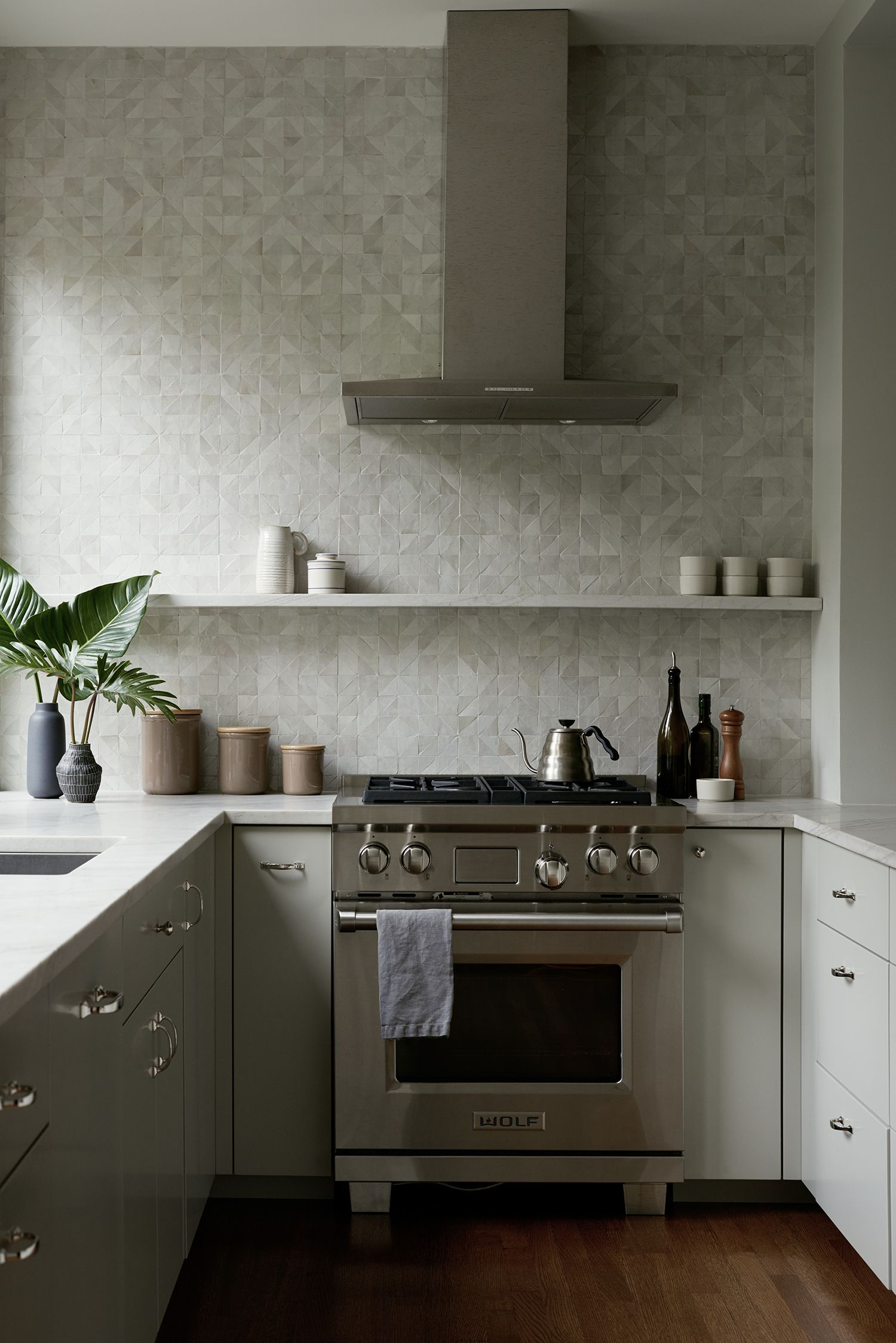 Serenity Now Creating Calm And Luxe In A Brooklyn Townhouse Kitchen Inspirations Kitchen Kitchen Design