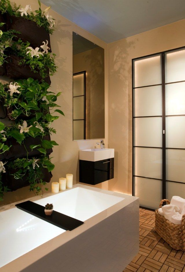 Zimmerpflanzen idee wand badezimmer spa ambiente badewanne ...