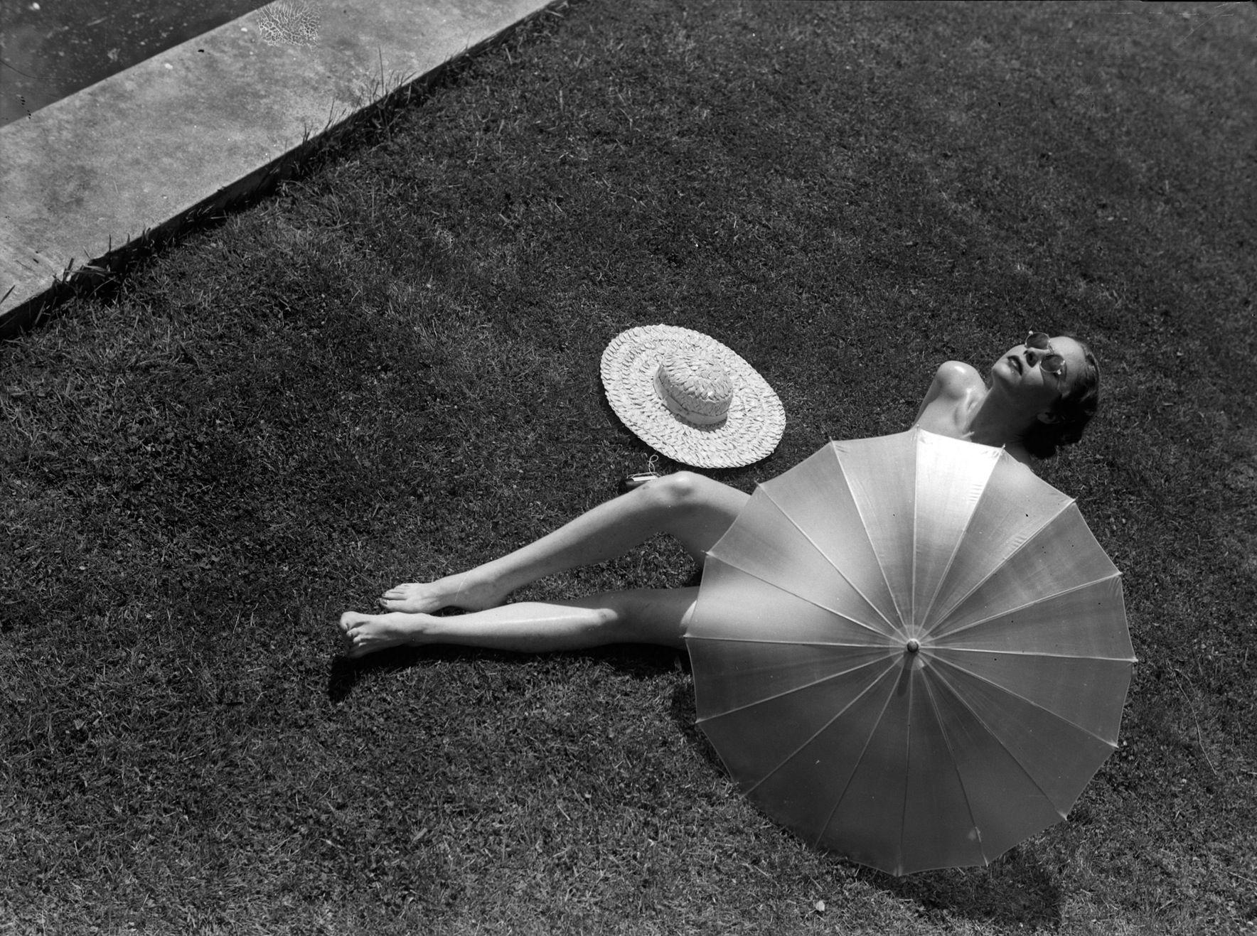 1935. Woman sunbathing. Photo by Martin Munkacsi (B1986-D1963)