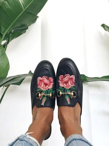 Pour ou contre les mules Gucci brodées     Shoes!   Shoes, Gucci ... 89cfcfa357c