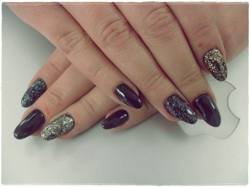 Unghii Tehnice Forma Migdala Negre Boudoir Nails Salons Nails