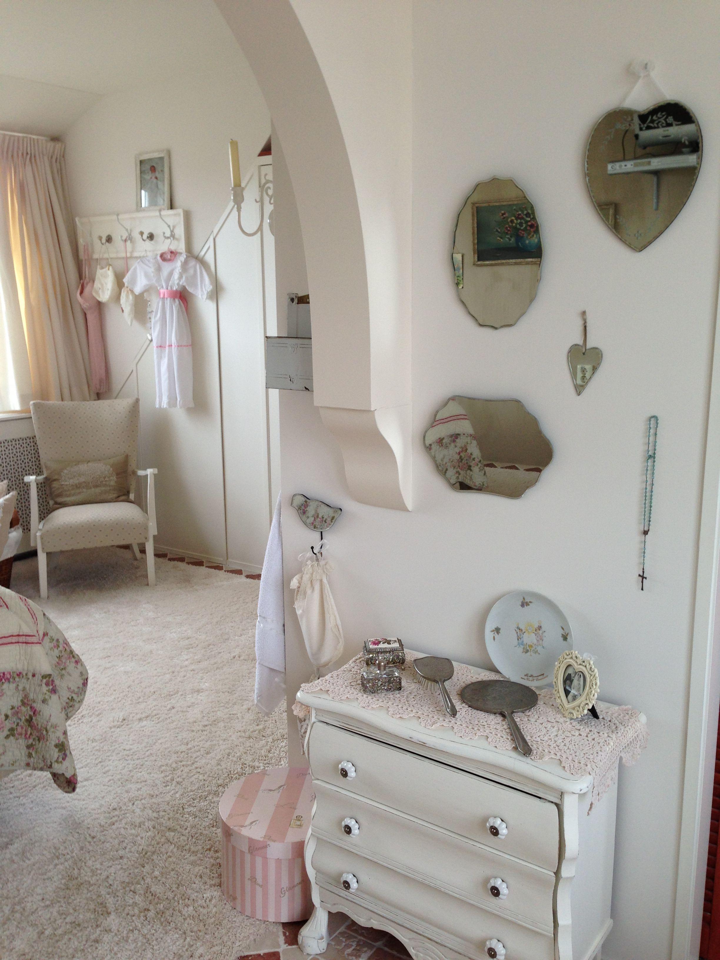Brocante in de slaapkamer - Homedecoratie | Pinterest - Slaapkamer ...