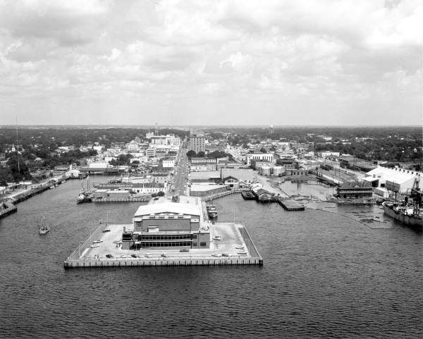 Aerial View Of The Bayfront Area Pensacola Florida 1959 With Bayfront Auditorium Looks Nothing Like This Now Pensacola Florida Pensacola Pensacola Beach