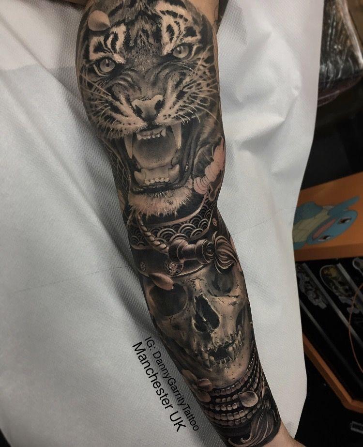 Men S Realistic Japanese Tattoo Warrior Tattoo Japanese Tattoo Black And Grey