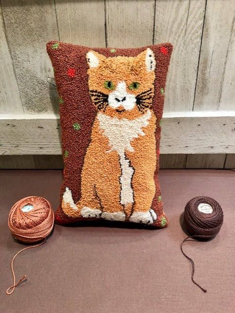 Decorative cat-shaped cushion made by hand in punch needle with heart decoration