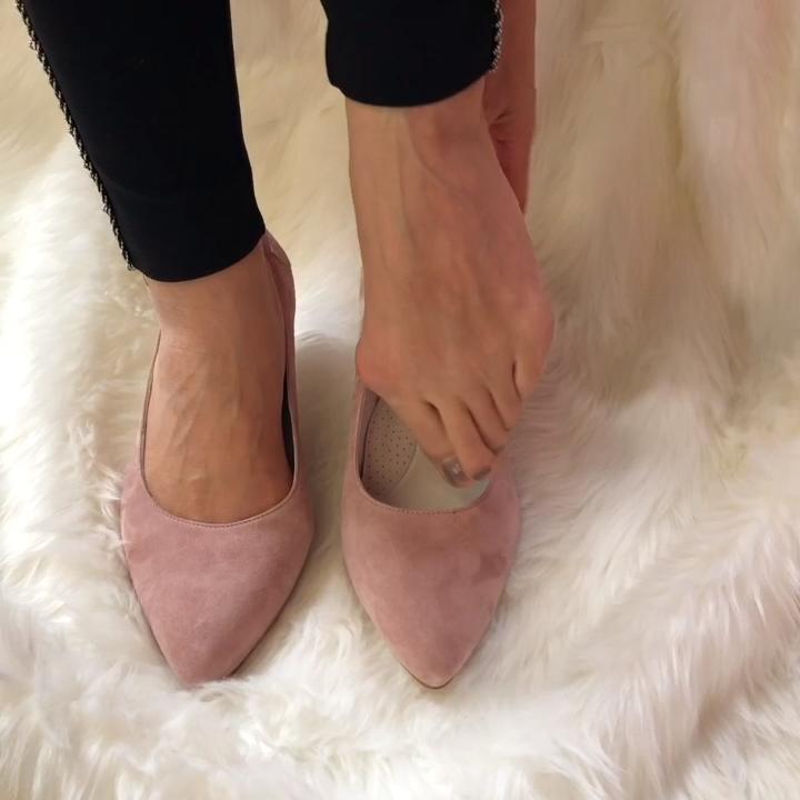Wide fit comfortable kitten heel court