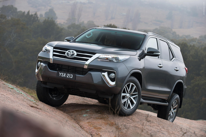2016 Toyota Fortuner – новый двигатеРь и рестайРинговый экстерьер